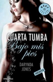 Darynda Jones - Cuarta Tumba Bajo Mis Pies
